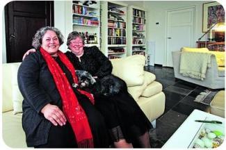 pasangan Helene dan Anne-Marie merayakan 10 tahun pernikahannya, 2011